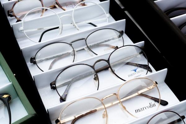 Eine-Brille-muss-sitzen